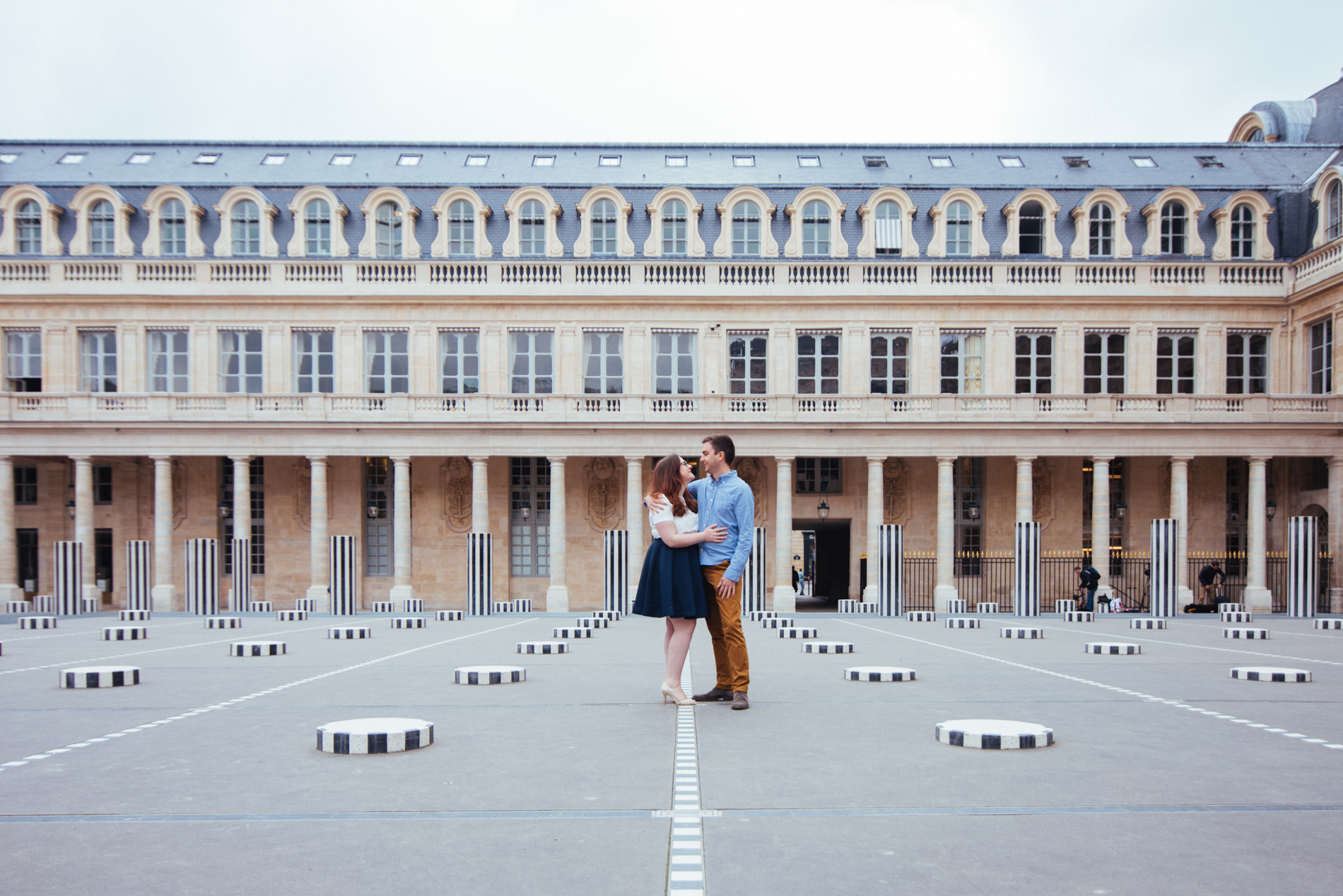 seance-engagement-paris-maldeme-photographe-palais royal-4